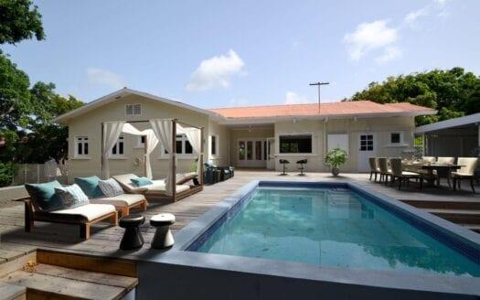 Villa in Van Engelen with pool