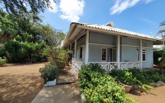 Emmastad - Furnished house + studio for rent